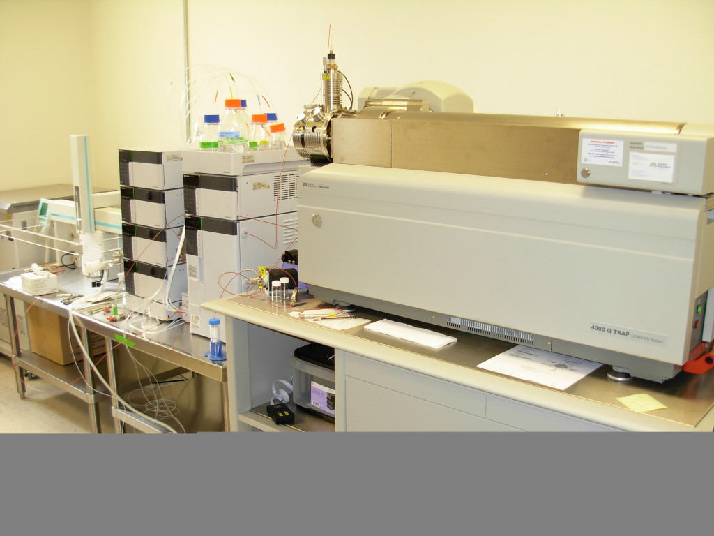 4000 Q Trap liquid chromatograph-mass spectrometer